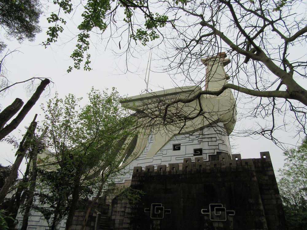 Fénixovská rozhledna uprostřed starého parku v Chanzhou