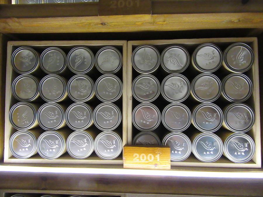 """Neskutečný """"firemní"""" archiv čajů za posledních cca 30 let"""