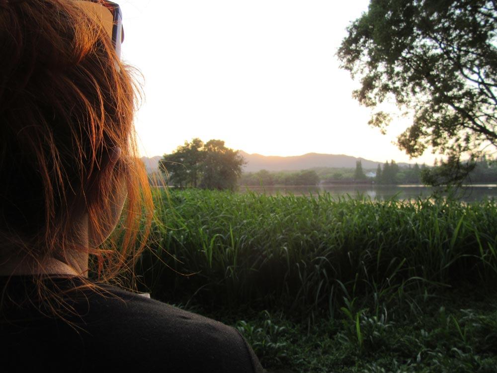 Rozloučení s dnem, sluncem a vlastně i  celým  Západním jezerem